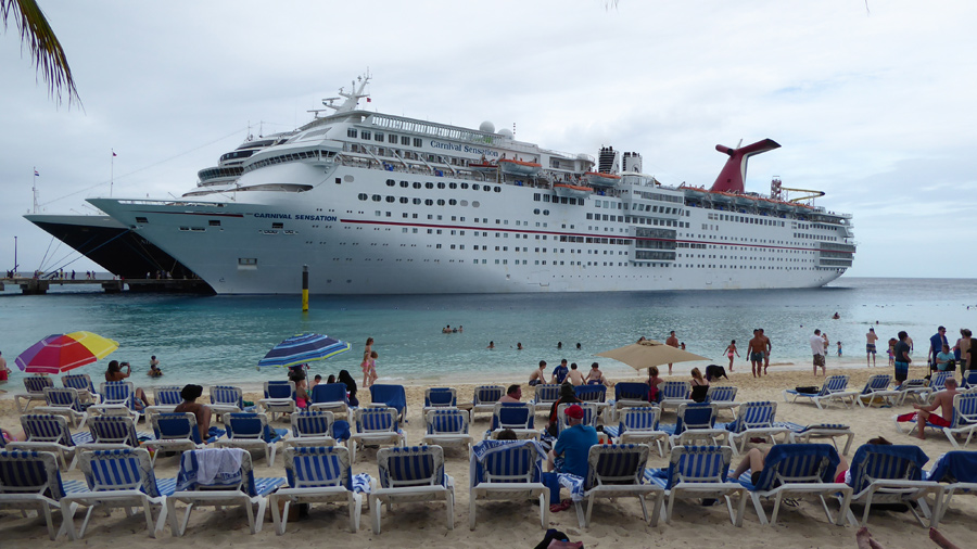 cruise ships at grand turk port